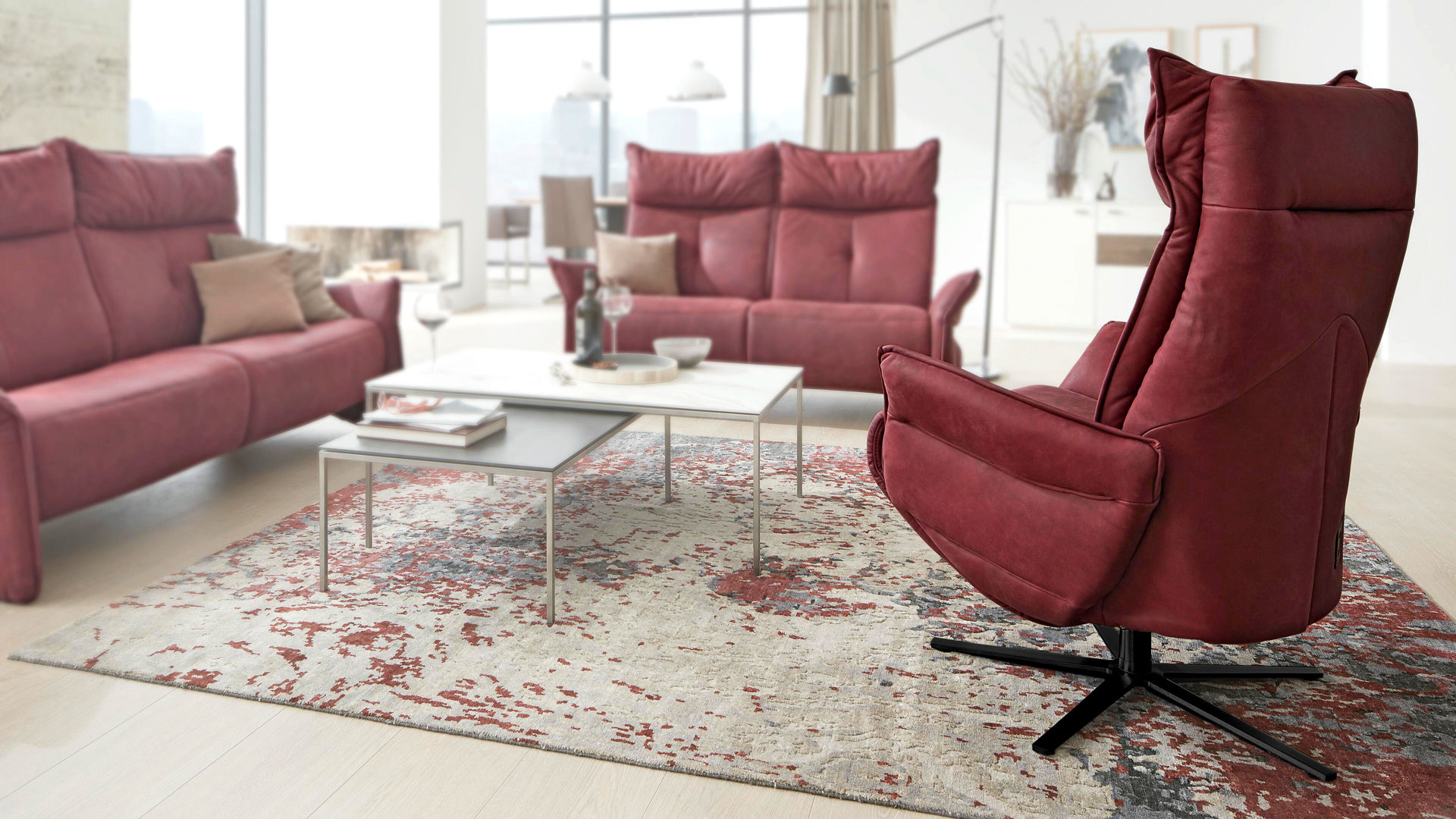 Relaxsessel Himolla | il aus Leder in Rot Interliving Sessel Serie 4504 – Easy-Swing-Sessel merlotfarbenes LongLife-Leder & anthrazitfarbener Sternfuß