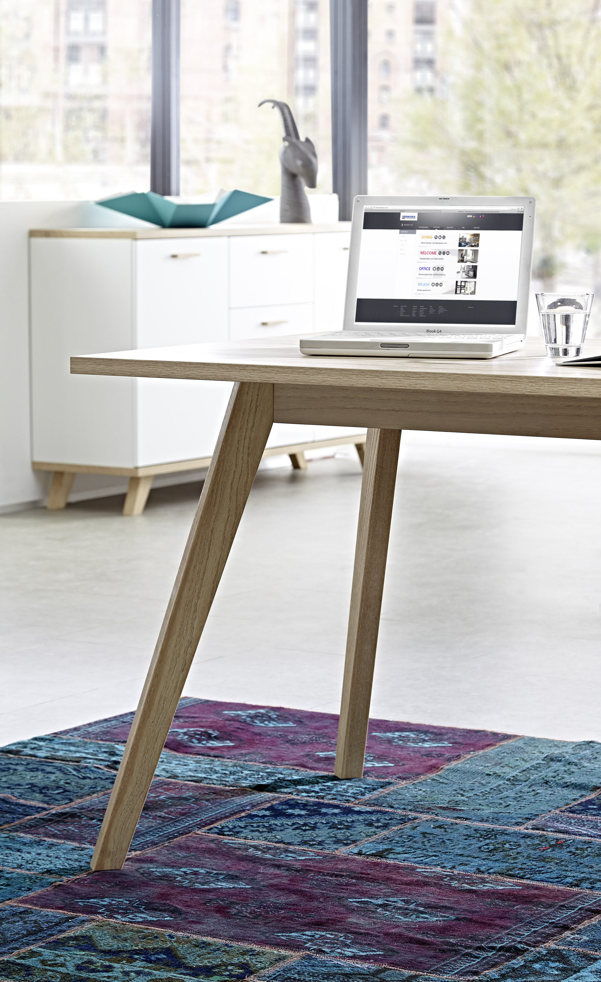 Schreibtisch Oslo, ein Büromöbel für konzentrierte Büroarbeit ...